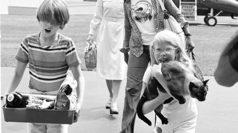 Jimmy Carter's daughter, Amy, holds her cat, Misty, as she returns to the White House in 1977.