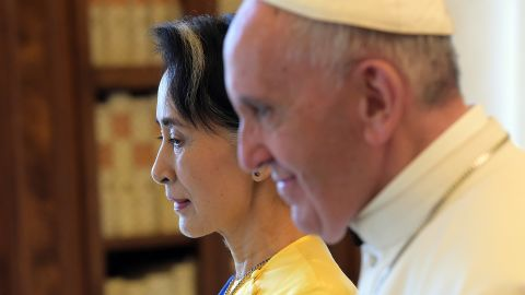 Suu Kyi met with Pope Francis at the Vatican in 2017.