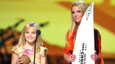 Spears and her sister, Jamie Lynn, attend the Teen Choice Awards in 2002.