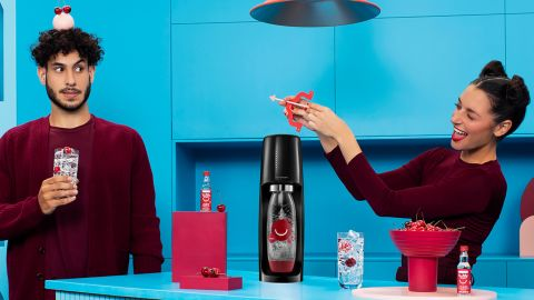 SodaStream Fizzi One-Touch Sparkling Water Maker Bundle