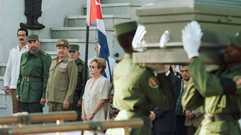 Castro stands next to his brother as they attend the funeral of Cuban politician Carlos Rafael Rodríguez in 1997.