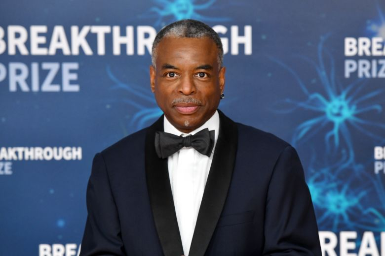 MOUNTAIN VIEW, CALIFORNIA - NOVEMBER 03: LeVar Burton attends the 2020 Breakthrough Prize at NASA Ames Research Center on November 03, 2019 in Mountain View, California. (Photo by Ian Tuttle/Getty Images  for Breakthrough Prize )
