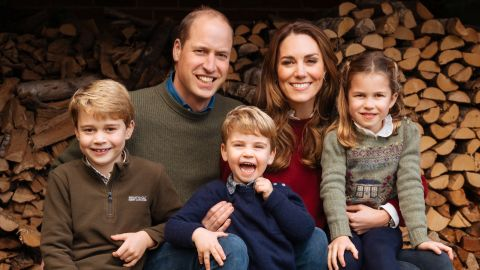 """This autumn 2020 image provided by Kensington Palace shows the <a href=""""https://edition.cnn.com/2020/12/16/uk/duke-duchess-cambridge-christmas-card-intl-scli-gbr/index.html"""" target=""""_blank"""">2020 Christmas card</a> of Britain's Prince William, Duke of Cambridge, and Catherine, Duchess of Cambridge, with their children, Prince George, left, Prince Louis, center, and Princess Charlotte."""