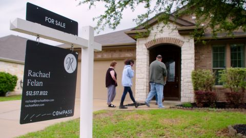 Leah, Hailey and Mike Benton go house hunting in Austin, Texas