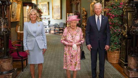 "The Queen <a href=""https://www.cnn.com/2021/06/13/politics/president-biden-g7-day-3/index.html"" target=""_blank"">meets with US President Joe Biden and first lady Jill Biden</a> in the Grand Corridor of Windsor Castle in June 2021."