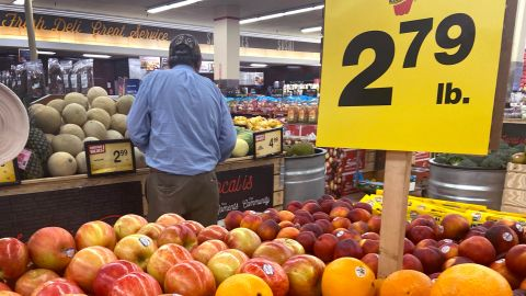 Customers shop for produce at a supermarket on June 10, 2021 in Chicago, Illinois. Inflation rose 5% in the 12-month period ending in May, the biggest jump since August 2008. Food prices rose 2.2 percent for the same period.  (Photo by Scott Olson/Getty Images)