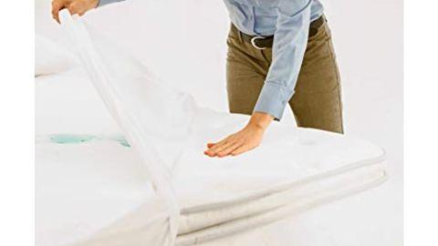 SafeRest Queen-Size Premium Hypoallergenic Waterproof Mattress Protector