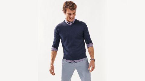 Untuckit Cotton-Linen V-Neck Sweater