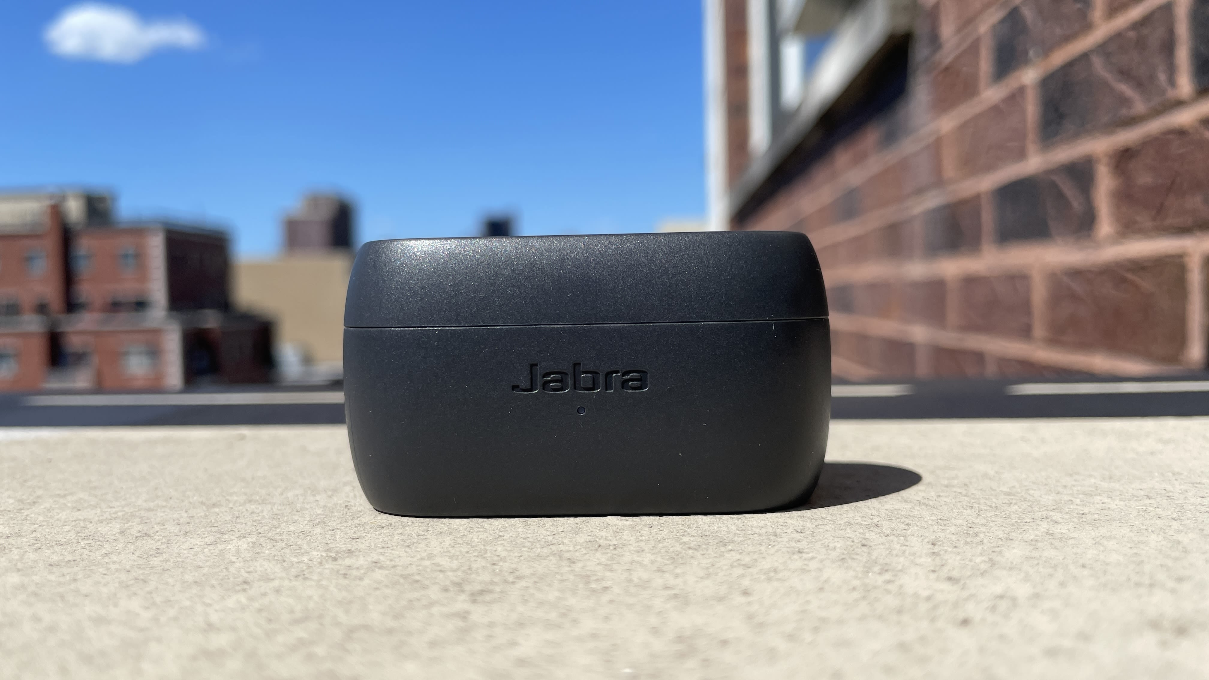 https://media.cnn.com/api/v1/images/stellar/prod/210907131404-jabra-elite-3-review-charging-case.jpg