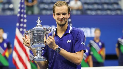 NEW YORK, NEW YORK - SEPTEMBER 12: Daniil Medvedev of Russia celebrates with the championship trophy after defeating Novak Djokovic of Serbia to win the Men's Singles final match on Day Fourteen of the 2021 US Open at the USTA Billie Jean King National Tennis Center on September 12, 2021 in the Flushing neighborhood of the Queens borough of New York City.  (Photo by Matthew Stockman/Getty Images)