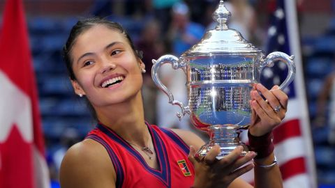 TOPSHOT - Britain's Emma Raducanu celebrates with the trophy after winning the 2021 US Open Tennis tournament women's final match against Canada's Leylah Fernandez at the USTA Billie Jean King National Tennis Center in New York, on September 11, 2021. (Photo by TIMOTHY A. CLARY / AFP) (Photo by TIMOTHY A. CLARY/AFP via Getty Images)