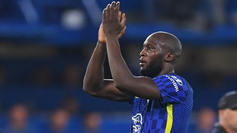 Chelsea's Belgian striker Romelu Lukaku applauds supporters on the pitch after the UEFA Champions League Group H football match between Chelsea and Zenit St Petersburg at Stamford Bridge in London on September 14, 2021. - Chelsea won the game 1-0. (Photo by DANIEL LEAL-OLIVAS / AFP) (Photo by DANIEL LEAL-OLIVAS/AFP via Getty Images)