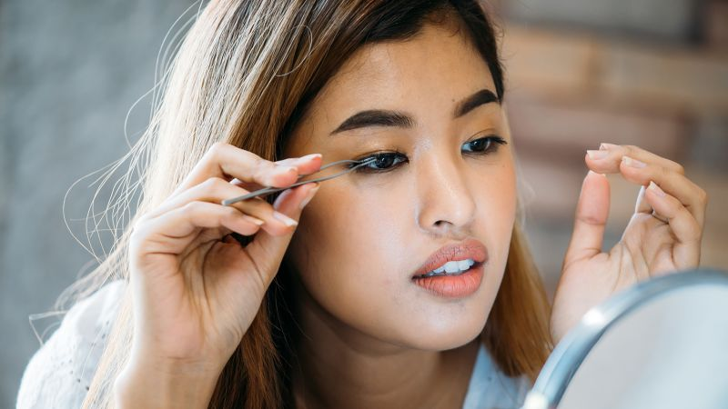 Your guide to applying fake lashes, according to beauty experts | CNN Underscored