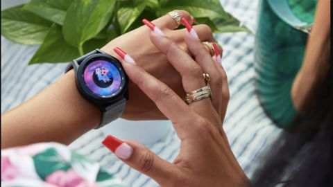 Samsung Galaxy 4 Smartwatches With Wireless Charging Pad Duo