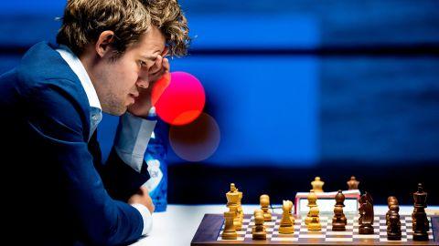 Norwegian World champion Magnus Carlsen (L) plays against Dutch player Anish Giri during the eleventh round of the Tata Steel Chess Tournament in village house De Moriaan in Wijk aan Zee, on January 29, 2021. (Photo by Koen van Weel / ANP / AFP) / Netherlands OUT (Photo by KOEN VAN WEEL/ANP/AFP via Getty Images)