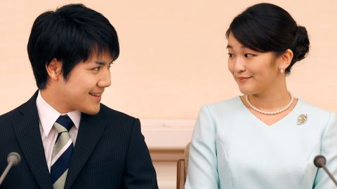 Princess Mako (R), the eldest daughter of Prince Akishino and Princess Kiko, and her fiancee Kei Komuro (L), smile during a press conference to announce their engagement at the Akasaka East Residence in Tokyo on September 3, 2017. Emperor Akihito's eldest granddaughter Princess Mako and her fiancé -- a commoner -- announced their engagement on September 3, which will cost the princess her royal status in a move that highlights the male-dominated nature of Japan's monarchy.  / AFP PHOTO / POOL / Shizuo Kambayashi        (Photo credit should read SHIZUO KAMBAYASHI/AFP via Getty Images)