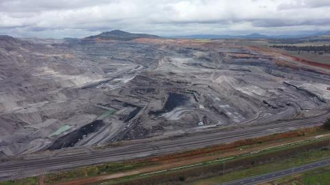 Australia coal holdout climate coren pkg intl hnk vpx_00032124.png