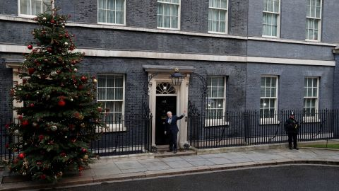 Boris Johnson enters Downing Street